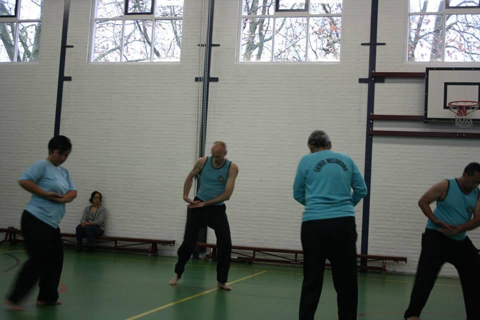 De eerste oefening van de basistraining - Jurus Dasar Satu.
